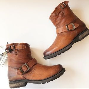 NEW In BOX FRYE Valerie Shearling Lined Boots